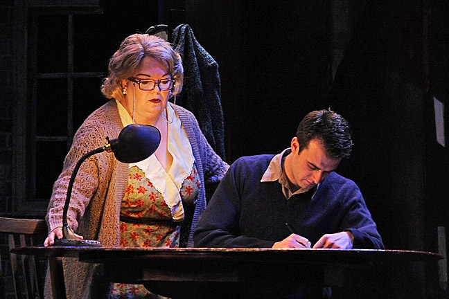 glass menagerie commentary A 1966 telecast of tennessee williams' classic play the glass menagerie -  starring shirley booth and hal holbrook and long thought lost by.